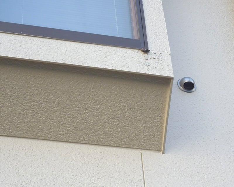 外壁リフォームのタイミング②塗膜が剥がれる